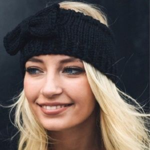 Black warm headband w/bow